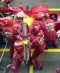 Fuoco ai box Ferrari