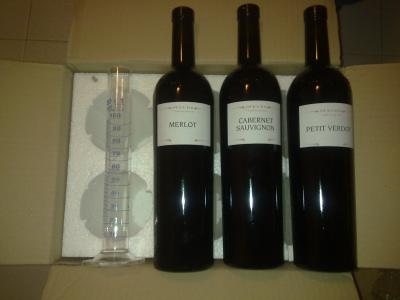 I vini e il cilindro graduato di myFEUDO